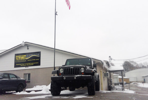 Jeep-in-snow-Christmas-2018-WIN_20181127_14_11_14_Pro